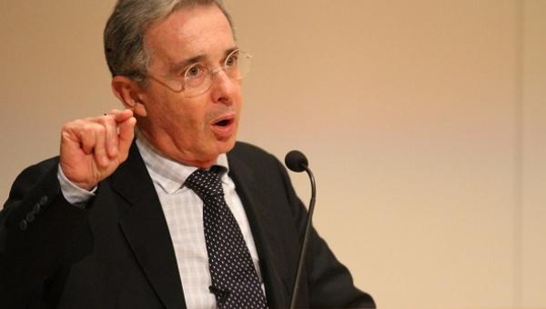 Álvaro Uribe, der heulende Schakal